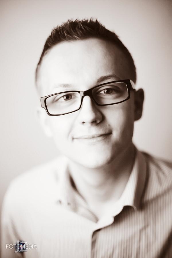 Grzegorz - portret studyjny 12