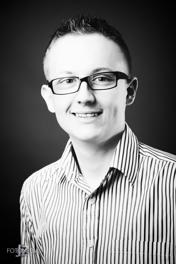Grzegorz - portret studyjny 18