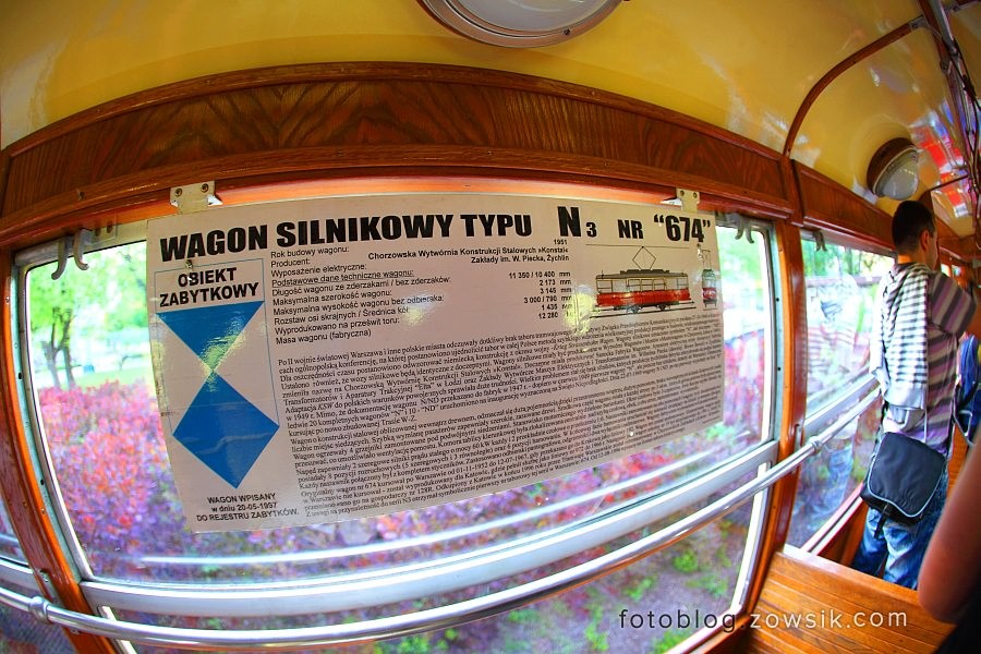 """Noc Muzeów 2011 Warszawa – Wystawa zabytkowego taboru (pl.Narutowicza). """"Ogórki"""" na ulicach Warszawy. 17"""