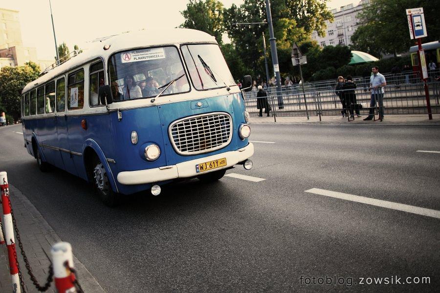"""Noc Muzeów 2011 Warszawa – Wystawa zabytkowego taboru (pl.Narutowicza). """"Ogórki"""" na ulicach Warszawy. 28"""