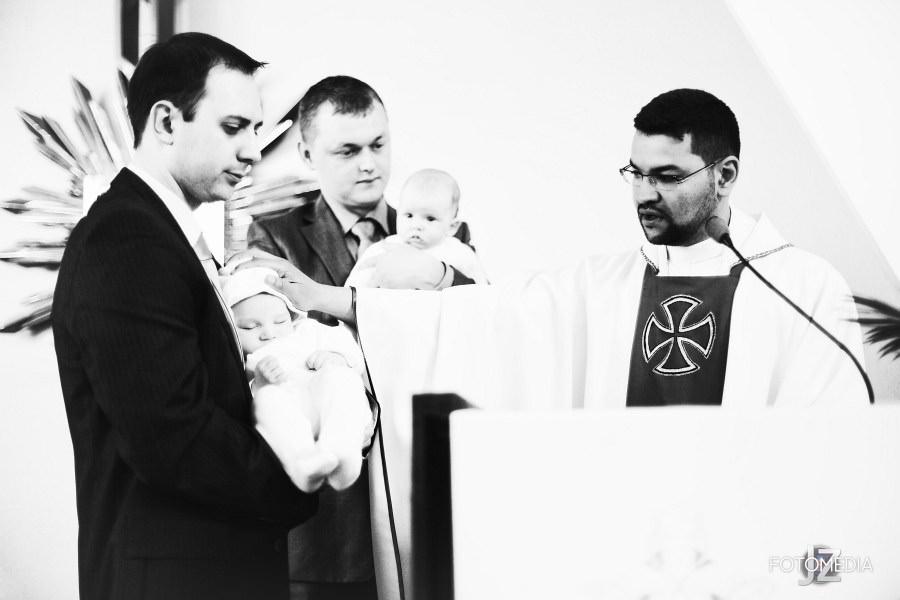 Chrzest Kuby (Kościół p.w. św. Grzegorza Wielkiego) zdjęcia. Fotograf na chrzest Warszawa. 19