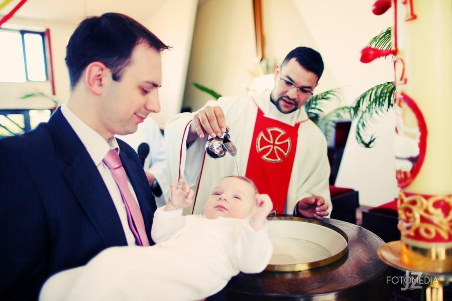 Chrzest Kuby (Kościół p.w. św. Grzegorza Wielkiego) zdjęcia. Fotograf na chrzest Warszawa. 20