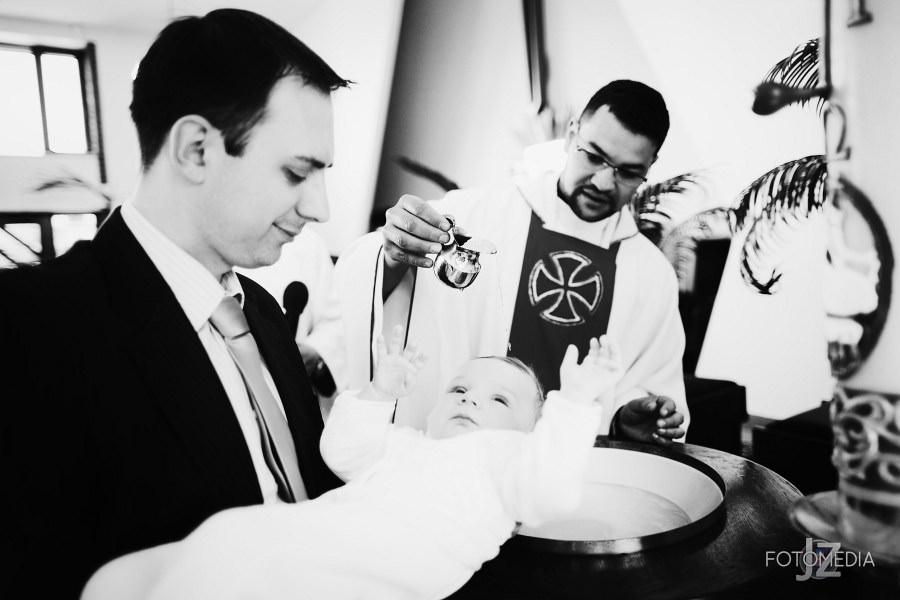Chrzest Kuby (Kościół p.w. św. Grzegorza Wielkiego) zdjęcia. Fotograf na chrzest Warszawa. 21