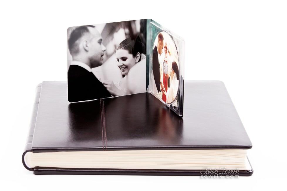 Joanna & Łukasz - ekskluzywny album ślubny, skóra naturalna, firma Barański. Etui na DVD i płyta DVD z nadrukiem. Warszawa. 17