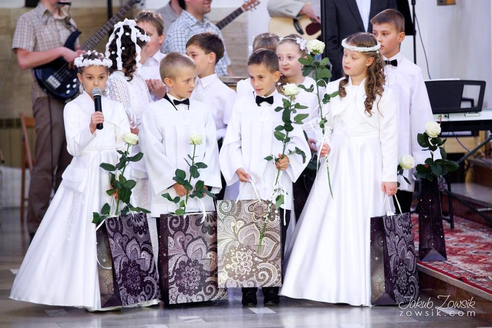 Martyna. Pierwsza komunia święta zdjęcia. 22