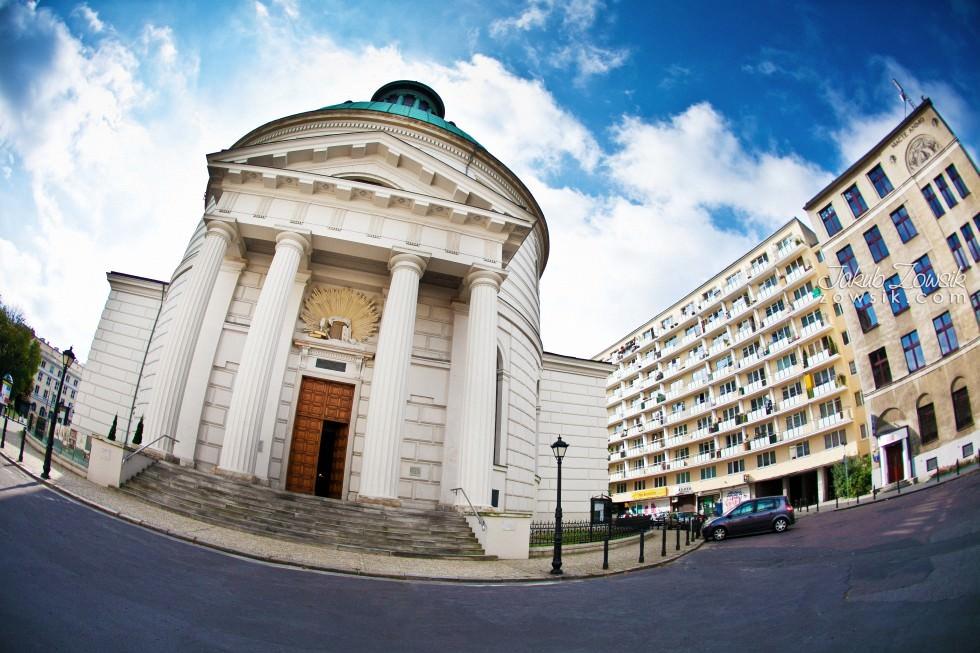 Chrzciny Warszawa. Reportaż z uroczystości chrztu Poli. Kościół Świętej Trójcy. 1