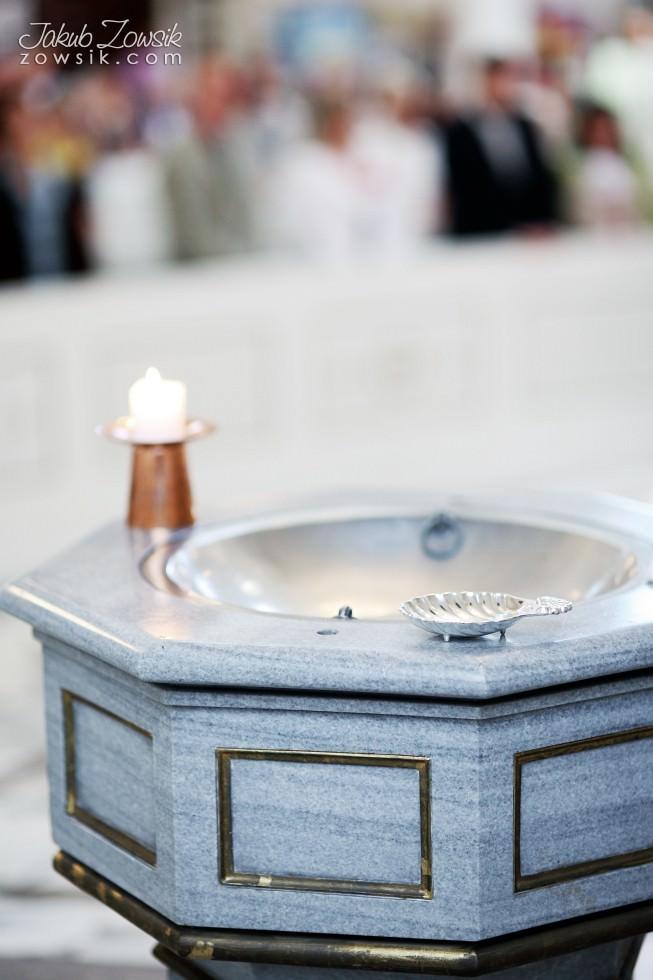 Chrzciny Warszawa. Reportaż z uroczystości chrztu Poli. Kościół Świętej Trójcy. 14
