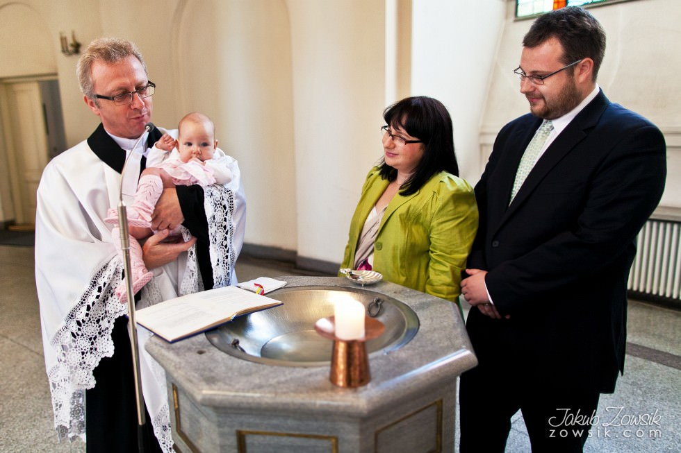 Chrzciny Warszawa. Reportaż z uroczystości chrztu Poli. Kościół Świętej Trójcy. 28