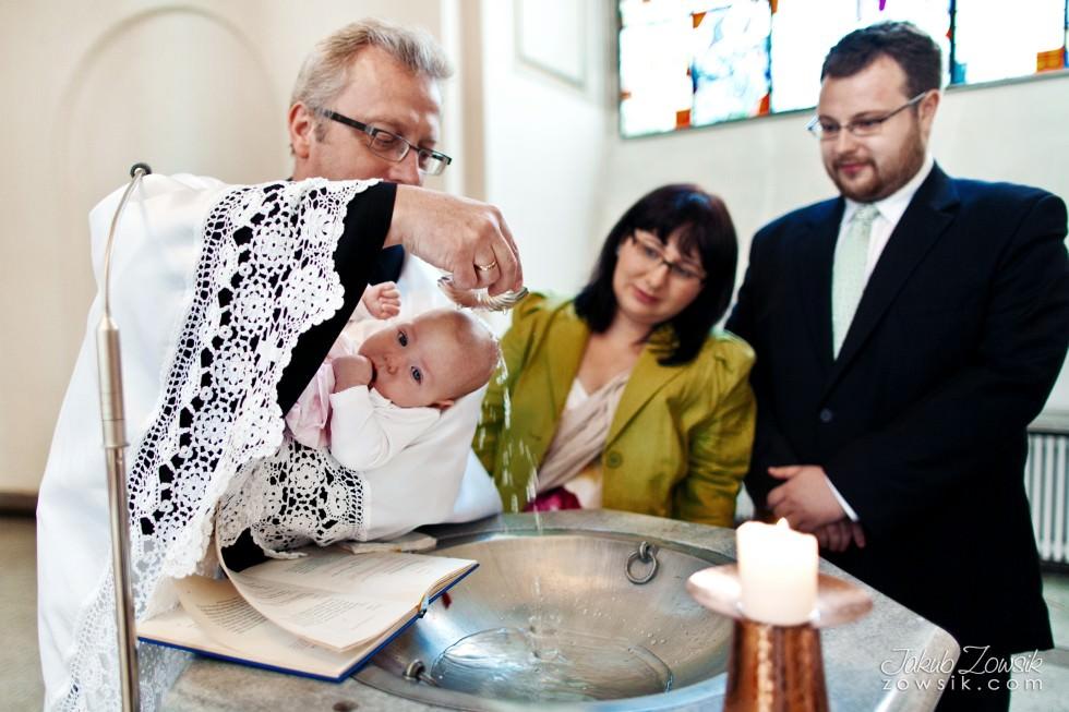 Chrzciny Warszawa. Reportaż z uroczystości chrztu Poli. Kościół Świętej Trójcy. 29