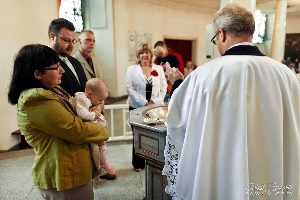 Chrzciny Warszawa. Reportaż z uroczystości chrztu Poli. Kościół Świętej Trójcy. 32