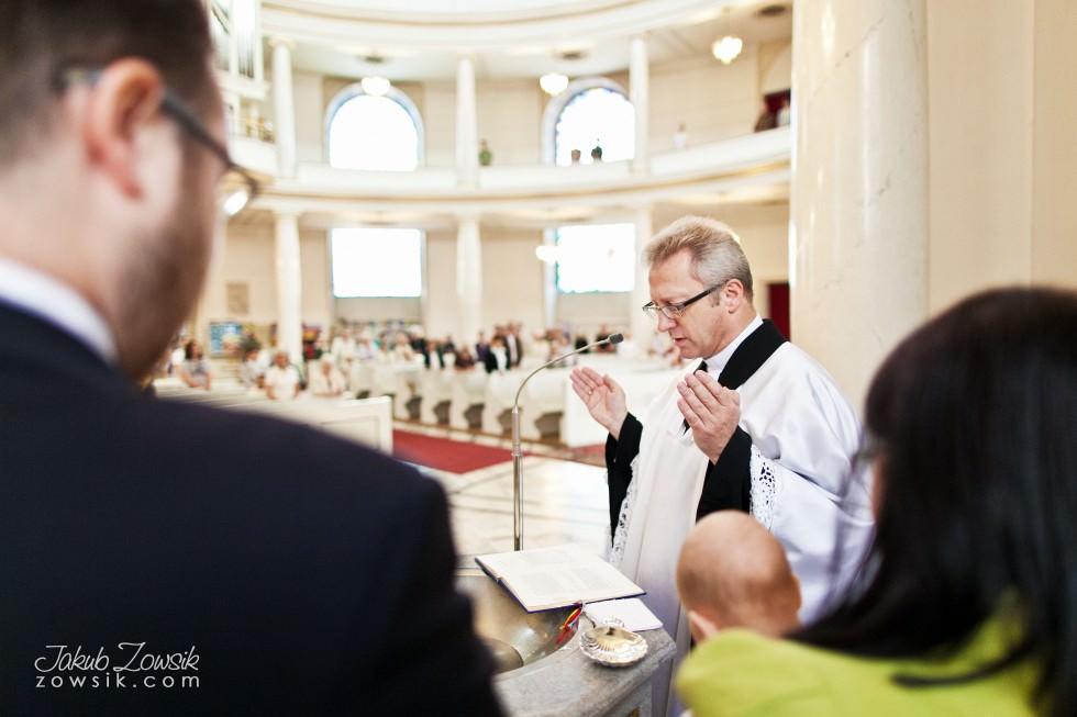 Chrzciny Warszawa. Reportaż z uroczystości chrztu Poli. Kościół Świętej Trójcy. 33