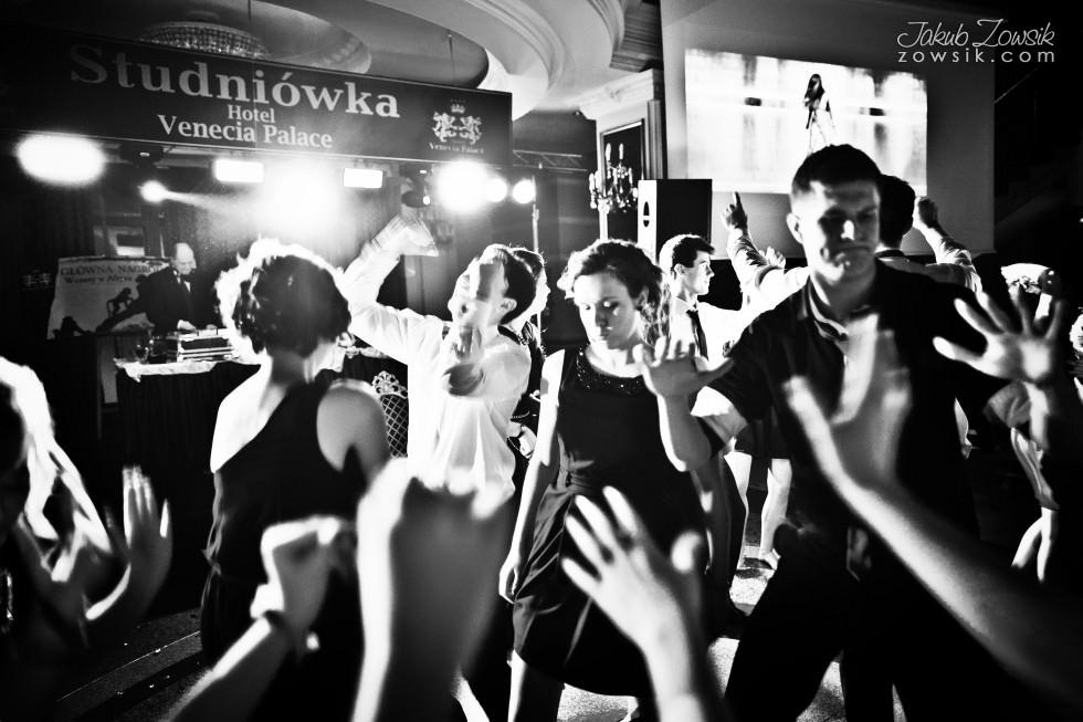 Warszawa studniówka. Reportaż ze studniówki maturzystów LXX LO im. Aleksandra Kamińskiego w Warszawie. ZABAWA :) 70
