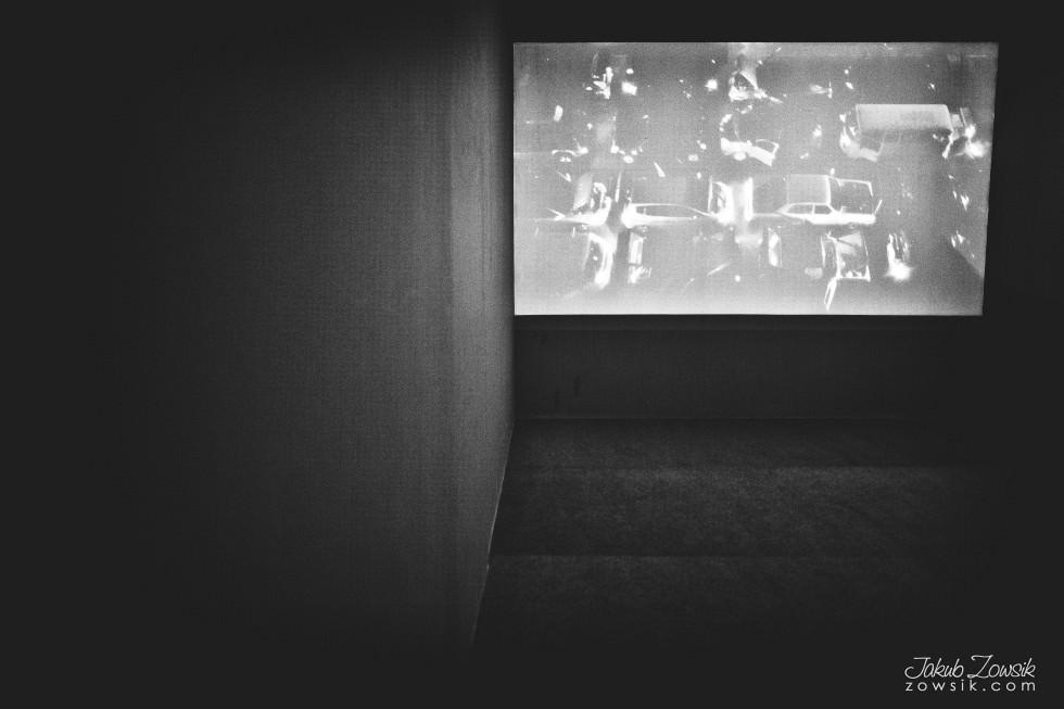 """Kulturalny czwartek w CSW (marzec 2013). Cinthia Marcelle - Automóvel; Wideo – prezentacje; Michał Frydrych """"Zamienię obraz na tysiąc słów"""". 17"""