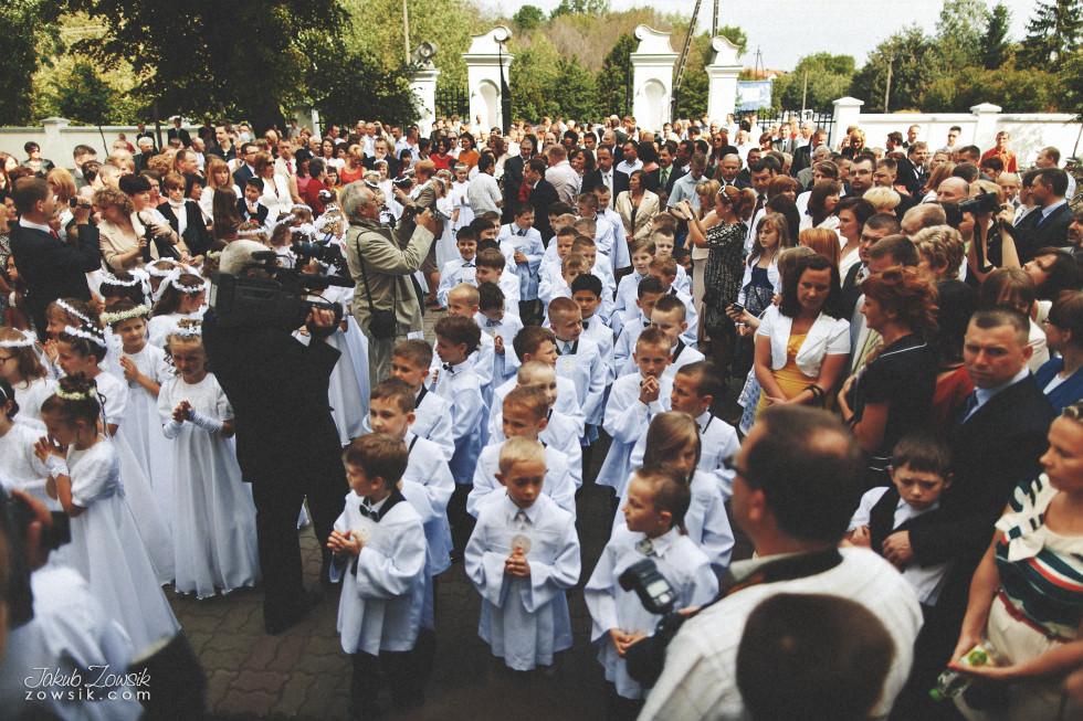 I komunia zdjęcia. Reportaż z uroczystości pierwszej komunii Michała. 8