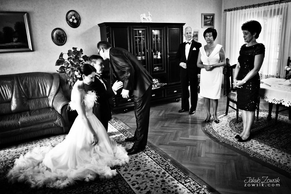 Zdjęcia ślubne Warszawa. Justyna & Karol – przygotowania i błogosławieństwo 57