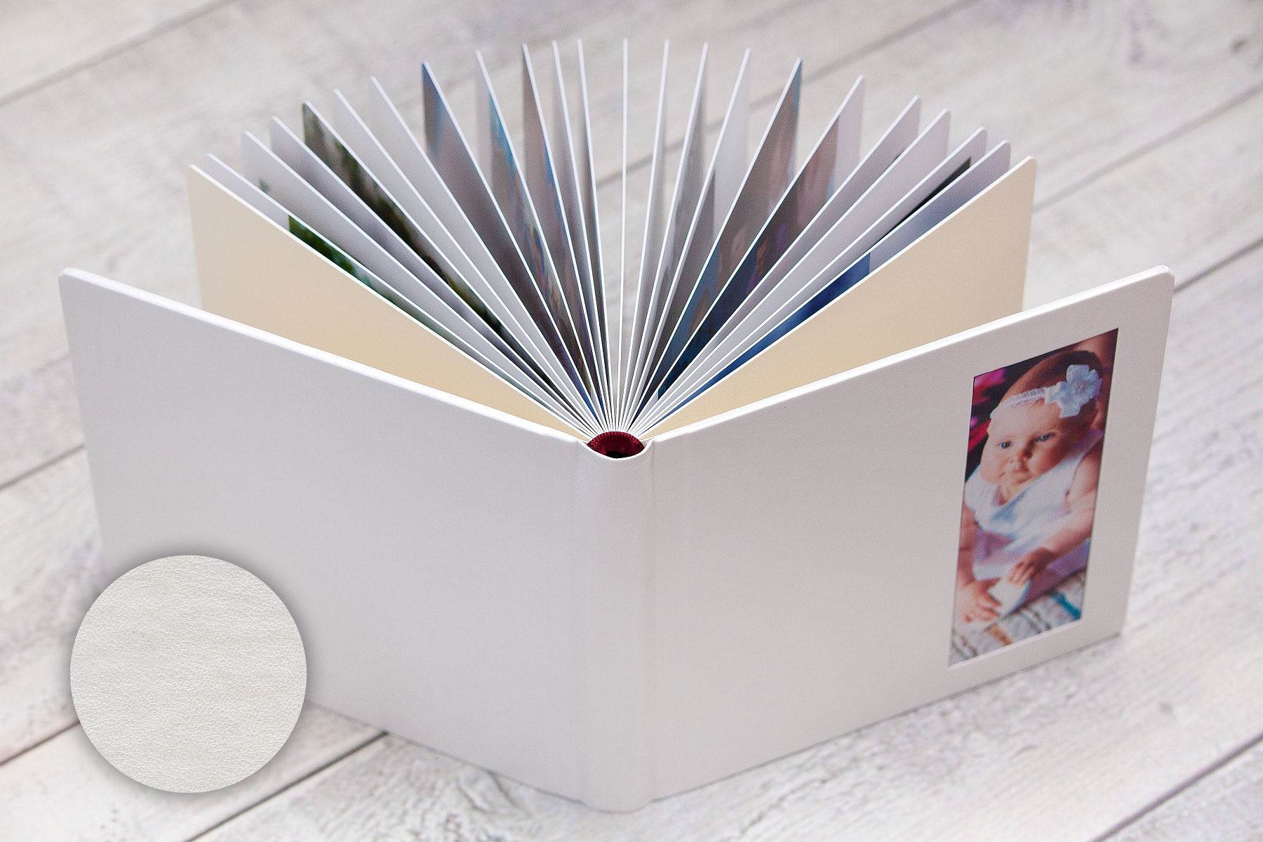Chrzciny Alicji. Fotoksiążka 25x25cm (okładka ekoskóra), okno akrylowe, etui na album (ekoskóra), DVD z nadrukiem.