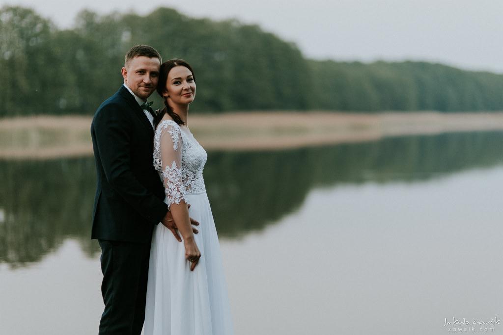 Magda & Sebastian | Zdjęcia ślubne Jedwabno | Reportaż 100