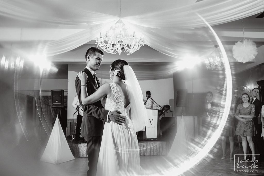 Asia & Rafał - Zdjęcia ślubne Bełchatów - Reportaż 82