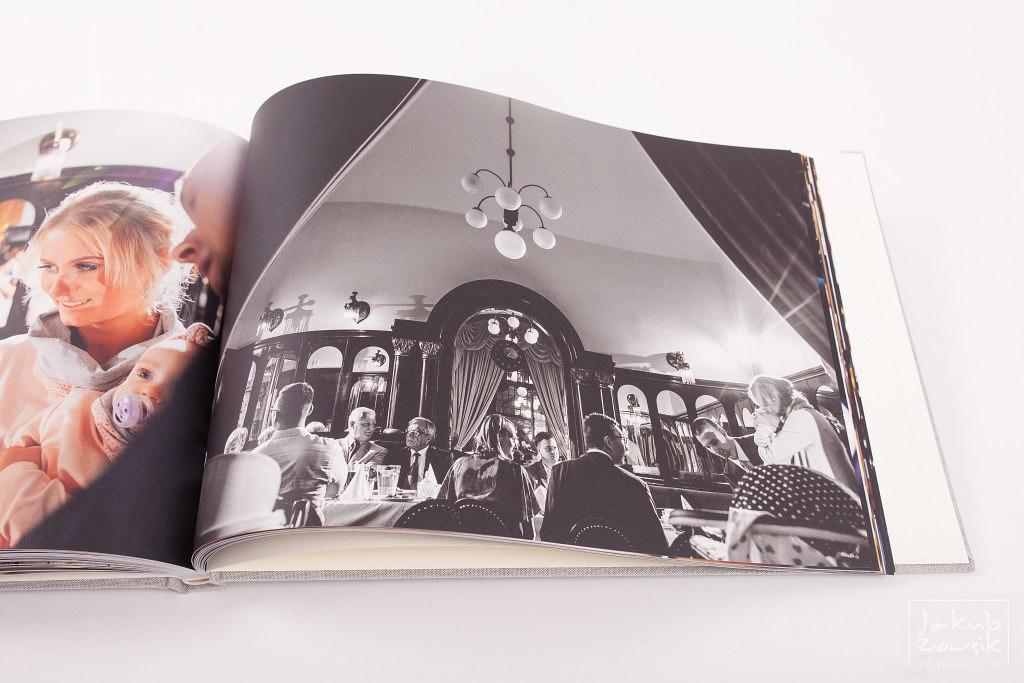 Zdjęcia z chrzcin Marietki w wyjątkowej oprawie! Fotoksiążka PRO Classic na papierze Mohawk Eggshell 23