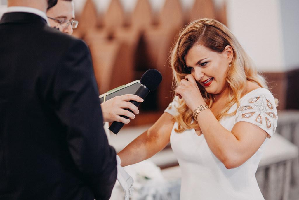 Przysięga ślubna - wzruszona panna młoda