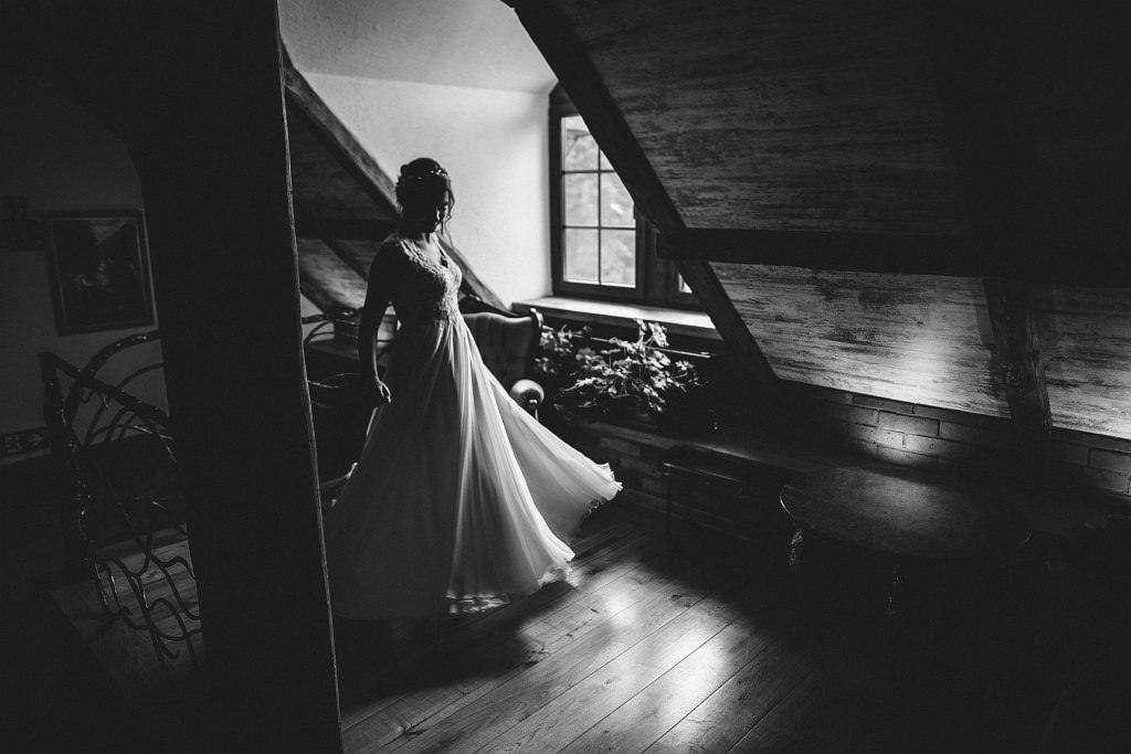 Paula & Przemek | Dwór Sulejów plenerowe zdjęcia ślubne | Reportaż 24
