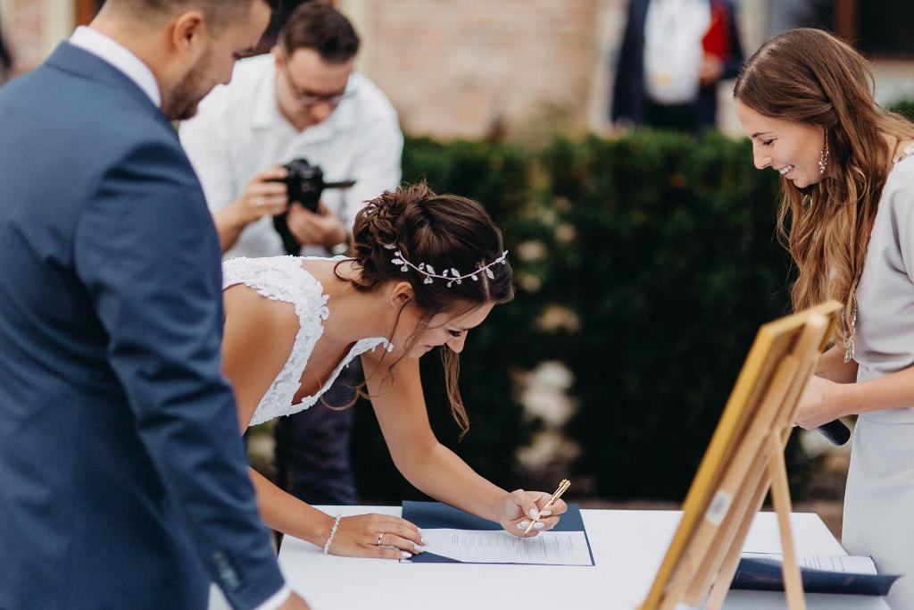 Paula & Przemek | Dwór Sulejów plenerowe zdjęcia ślubne | Reportaż 41