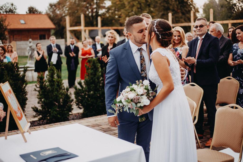 Paula & Przemek | Dwór Sulejów plenerowe zdjęcia ślubne | Reportaż 45
