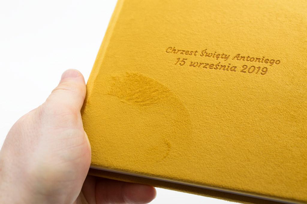 Piękny album z chrzcin Antoniego, w aksamitnej oprawie. Na zdjęciach i filmie. 15