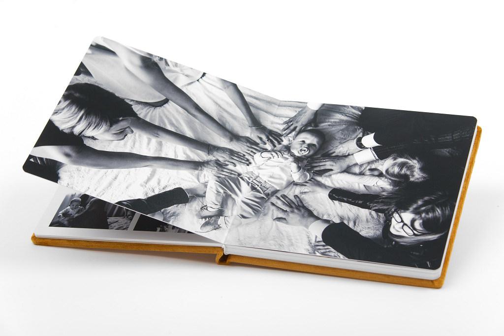 Piękny album z chrzcin Antoniego, w aksamitnej oprawie. Na zdjęciach i filmie. 19