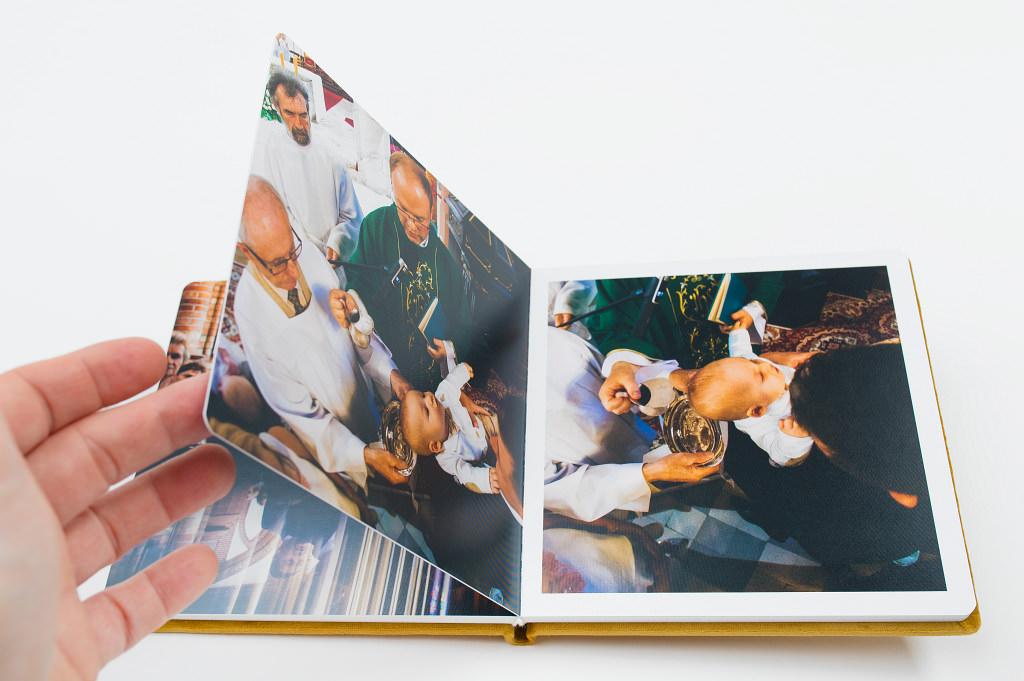 Piękny album z chrzcin Antoniego, w aksamitnej oprawie. Na zdjęciach i filmie. 21
