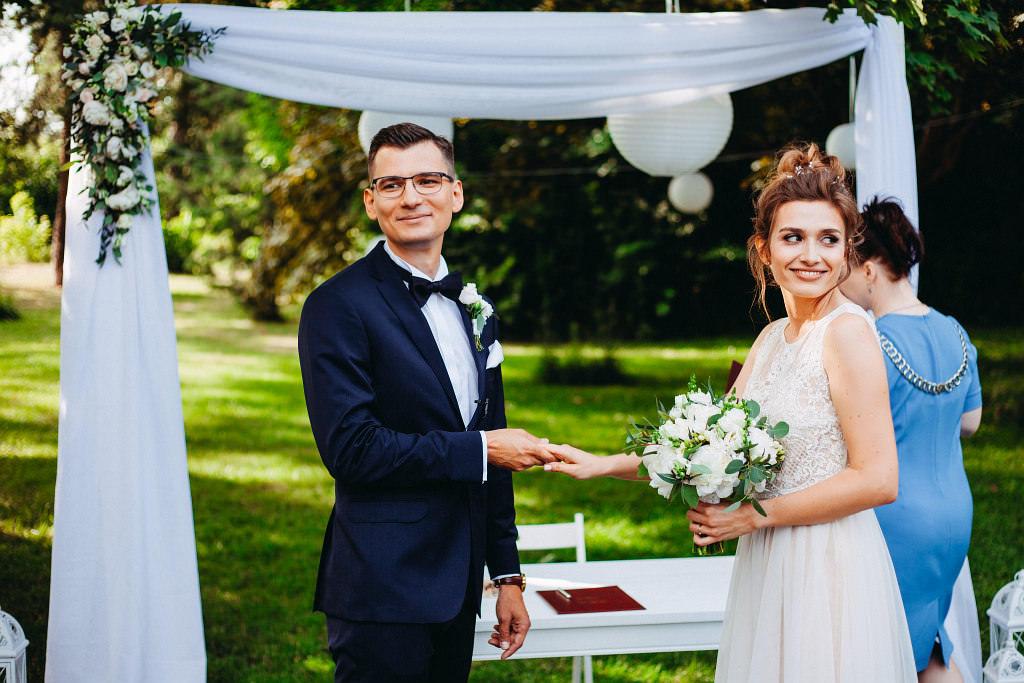 Kamila & Wojtek | Pomiechówek Zacisze Anna Korcz | Zdjęcia ślubne | Ślub plenerowy 43